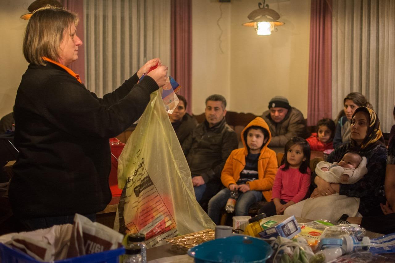 02_11-asylbewerber-in-wittislingen-informieren-sich-gesp-